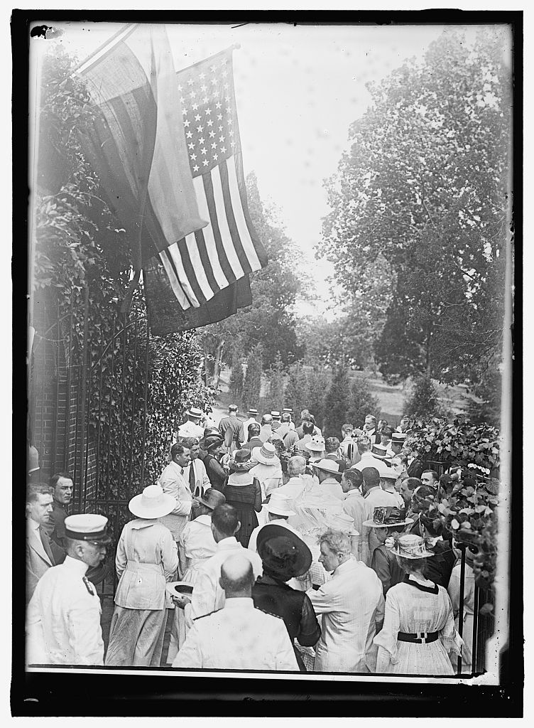 Group at Washington's Tomb, Harris & Ewing, c.1917, Library of Congress.