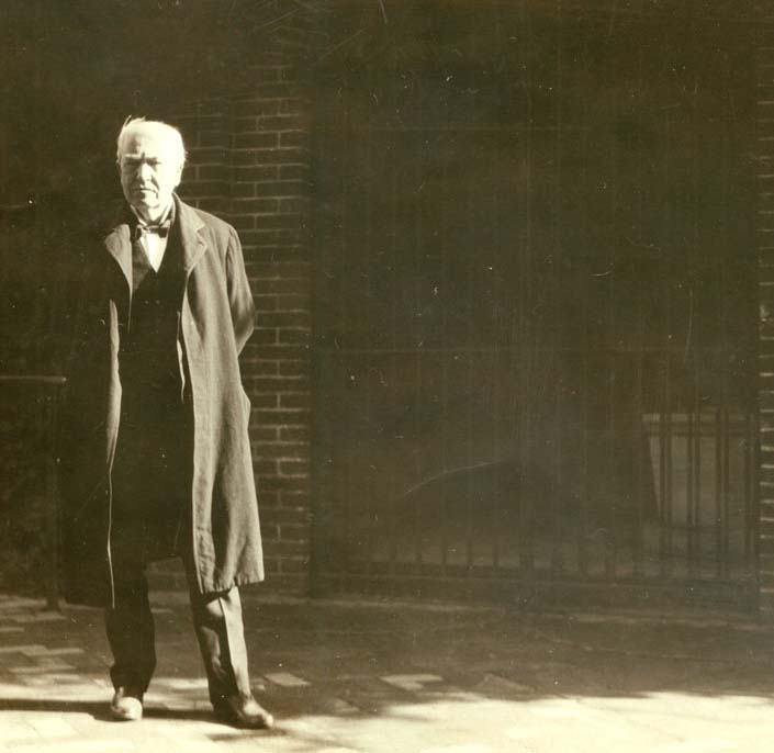 Thomas Edison visiting the New Tomb at Mount Vernon