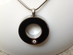 Picture of a Stainless Steel  cremation jewelry with a round pendant for ashes