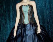 Custom_front_lacing_corset