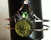 Green-spider-bracelet