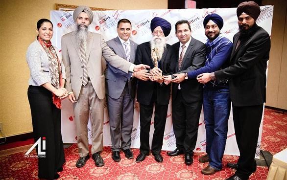 Fauja Singh receives CIBC Midweek South Asian Sher-E-Punjab Award