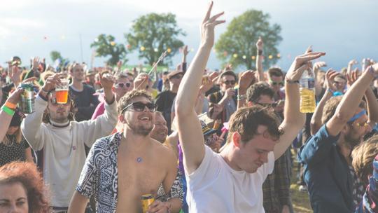 Crowds farmfest10 197 of 275 owen tetley 600x400
