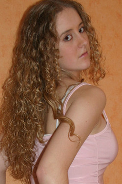 Krissy - Blonde, 2b, Wavy hair, Long hair styles, Readers, Female hairstyle picture