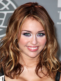 Miley Cyrus - Celebrities, Wavy hair, Wavy hair, Medium hair styles, Medium hair styles, Bob hairstyles, Bob hairstyles hairstyle picture