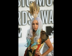 Lady Gaga - Celebrities, Wavy hair, Long hair styles, Female, Curly hair, Weave hairstyles, Hair extensions, Scene hair hairstyle picture