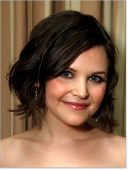 Ginnifer Goodwin - Brunette, Celebrities, Wavy hair, Short hair styles, Female, Curly hair, Bob hairstyles hairstyle picture