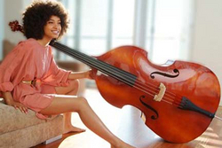 Esperanza Spalding - Brunette, Celebrities, Medium hair styles, Kinky hair, Afro, Styles, Female, Adult hair, 4c hairstyle picture