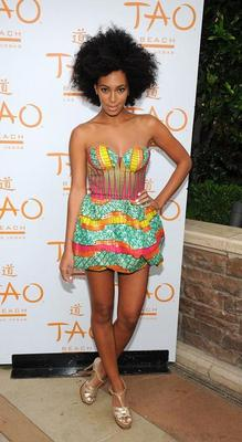 Solange - 4a, Celebrities, Medium hair styles, Kinky hair, Female, Black hair, Weave hairstyles, Hair extensions, Twist out hairstyle picture