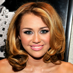 Miley Cyrus - Redhead, Blonde, Celebrities, Wavy hair, Medium hair styles, Female hairstyle picture