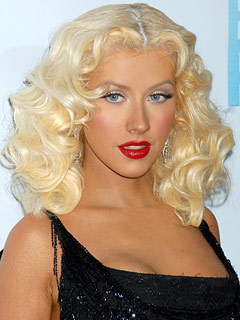 Christina Aguilera - Blonde, 2b, Celebrities, Wavy hair, Medium hair styles, Female hairstyle picture