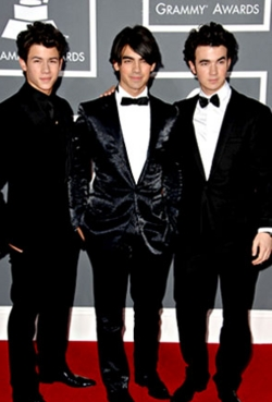 Jonas Brothers - Brunette, 3a, Celebrities, Male, Short hair styles, Curly hair, 2009 Grammy Awards hairstyle picture