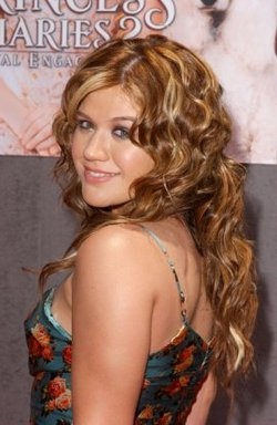 Kelly Clarkson - Brunette, Blonde, 2b, 3a, Celebrities, Wavy hair, Long hair styles, Special occasion, Female, Curly hair hairstyle picture