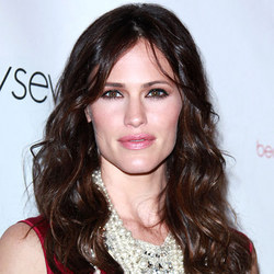 Jennifer Garner - Brunette, Celebrities, Celebrities, Wavy hair, Wavy hair, Long hair styles, Long hair styles, Female hairstyle picture