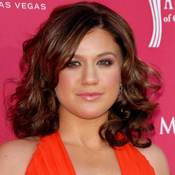 Kelly Clarkson - Brunette, 2b, Celebrities, Wavy hair, Medium hair styles, Female hairstyle picture