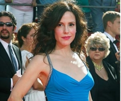 Mary-Louise Parker - Brunette, 3a, Celebrities, Female hairstyle picture