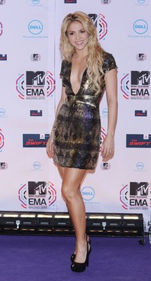 Shakira - Blonde, Celebrities, Long hair styles, Female, Curly hair hairstyle picture