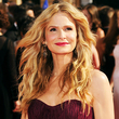 kyra sedgwick - Wavy hair