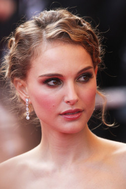 Natalie Portman - Brunette, 3a, Celebrities, Medium hair styles, Updos, Wedding hairstyles, Styles, Female, Curly hair, 2c, Formal hairstyles, 2010 Holiday Photos hairstyle picture