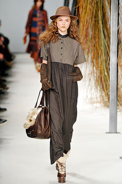 Kenzo - Paris Fashion Week 2010 - Redhead, Brunette, Wavy hair, Long hair styles, Styles, Female, 2c, Adult hair, Formal hairstyles, Spiral curls hairstyle picture