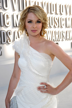 Kirsten Prout - Blonde, Celebrities, Wavy hair, Medium hair styles, Female, Curly hair hairstyle picture