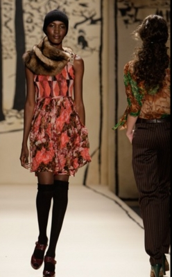 Fashion Week 09 - Tracy Reese Comey Collection - Brunette, 2b, Wavy hair, Short hair styles, Female, Curly hair, 2c, Black hair, Fashion Week, Fall 2009 Collections hairstyle picture
