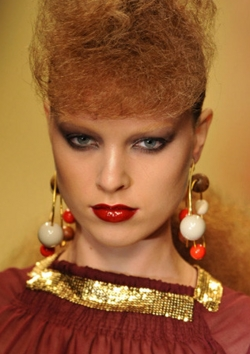 Fashion Week 09 - Louis Vuitton Collection - Redhead, 3c, Medium hair styles, Updos, Female, Fashion Week, Fall 2009 Collections hairstyle picture