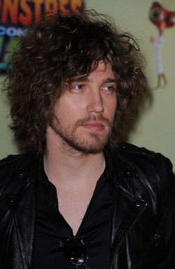 Julien Dore - Brunette, 3a, Celebrities, Male, Medium hair styles, Curly hair, Teen hair hairstyle picture