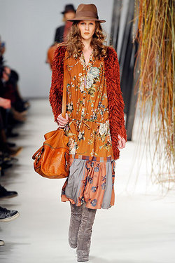 Kenzo - Paris Fashion Week 2010 - Redhead, Brunette, Wavy hair, Medium hair styles, Styles, Female, 2c, Adult hair, Finger waves hairstyle picture