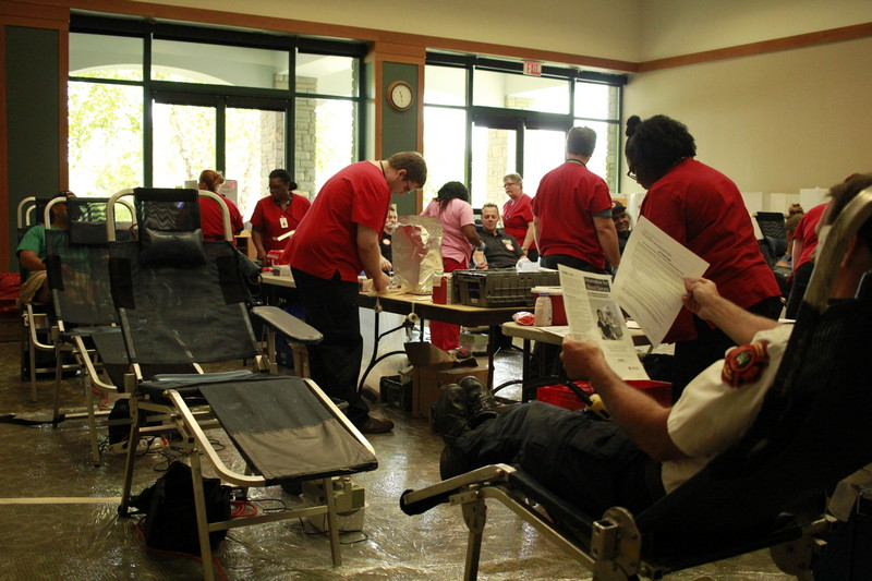 """Fire, Police face off in """"Battle of the Badges"""" blood drive"""