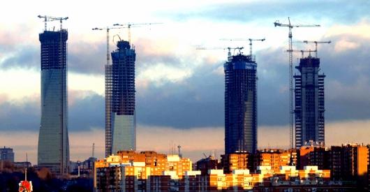 En construcci n complejo financiero cuatro torres for Muebles peralta catalogo
