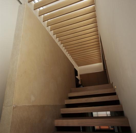 Interiores casa domus gardu o arquitectos plataforma for Plafones pared amazon
