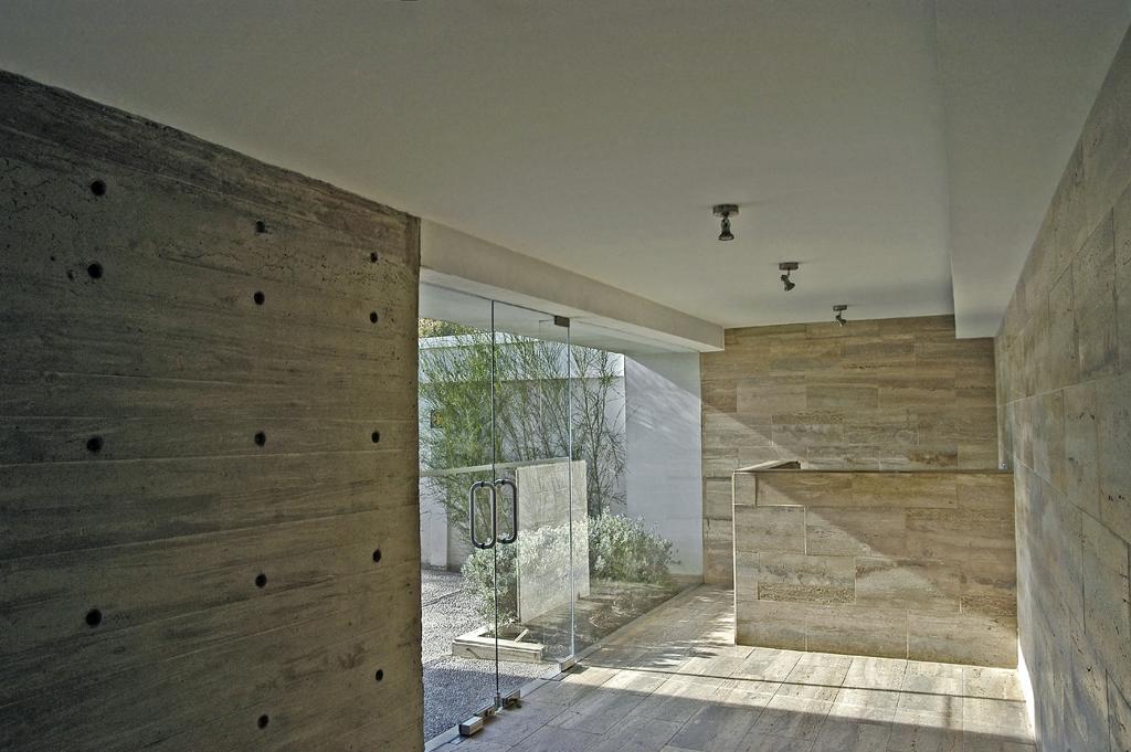 Edificio atenea chauriye st ger arquitectos plataforma - Como decorar un muro de hormigon ...