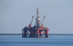 Off_shore_oil_rig_column