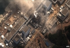 Digitalglobe_satellite_photograph_shows_the_earthquake_and_tsunami-damaged_fukushima_daiichi_nuclear_plant_on_14_march_2011__column