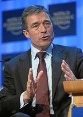 Anders_fogh_rasmussen_by_world_economic_forum_column