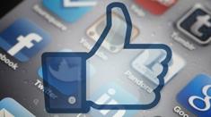 Social_media_man_column