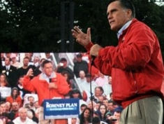 Romney_campaigning_column