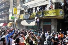Morsi_riots_afp_column