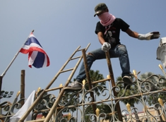 Thai_protest_column