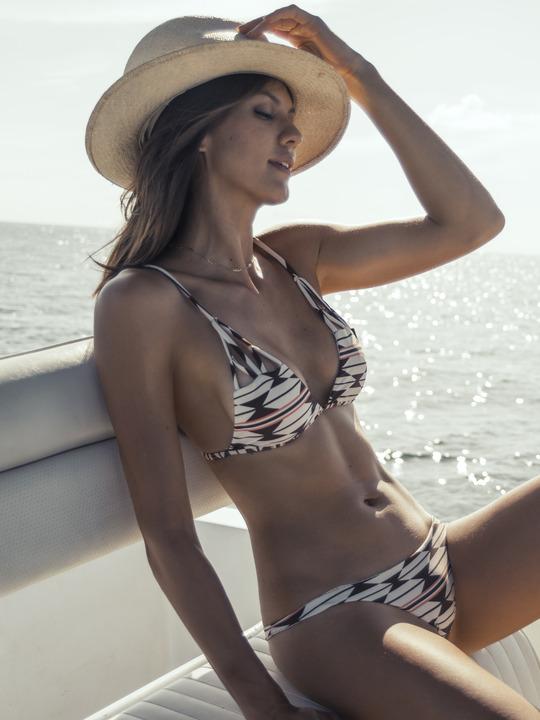 Nude Celebrities 4 Free - Megan Fox nude and