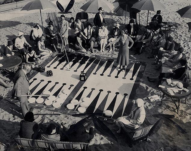 Competitive beach backgammon