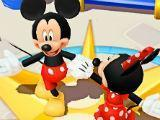 Mickey and Minnie dancing in Disney Magic Kingdoms