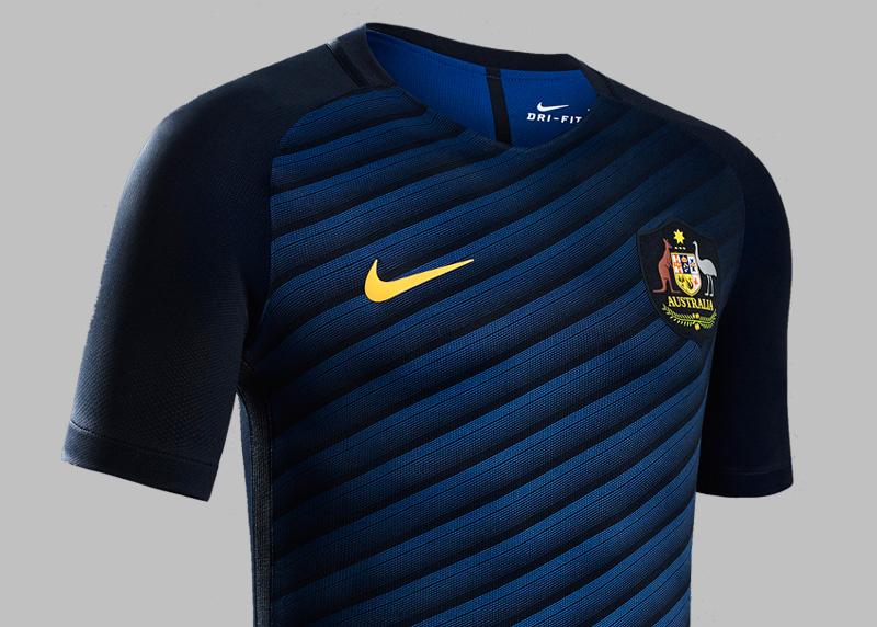 00f1a3379b1 nike soccer sweatshirt