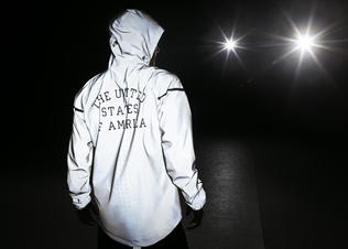 Nike-21st-c-windrunner-v_modelmaleback_preview