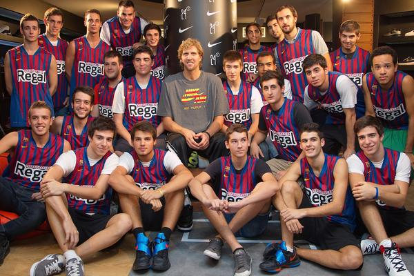 Dirk Nowitzki visits Europe's biggest basketball store