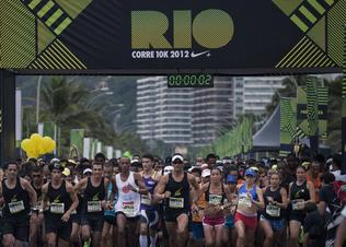 We_run_rio_10k-staring_line_preview