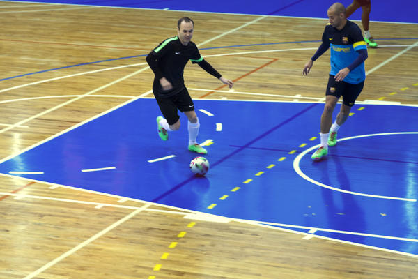 Andrés Iniesta, Jordi Torras share their mutual admiration for football and futsal