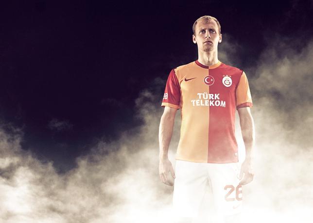 http://s3.amazonaws.com/nikeinc/assets/19955/Galatasaray_home_6_large.jpg?1368794035