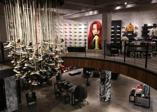 Converse_sf_store_chandelier_preview